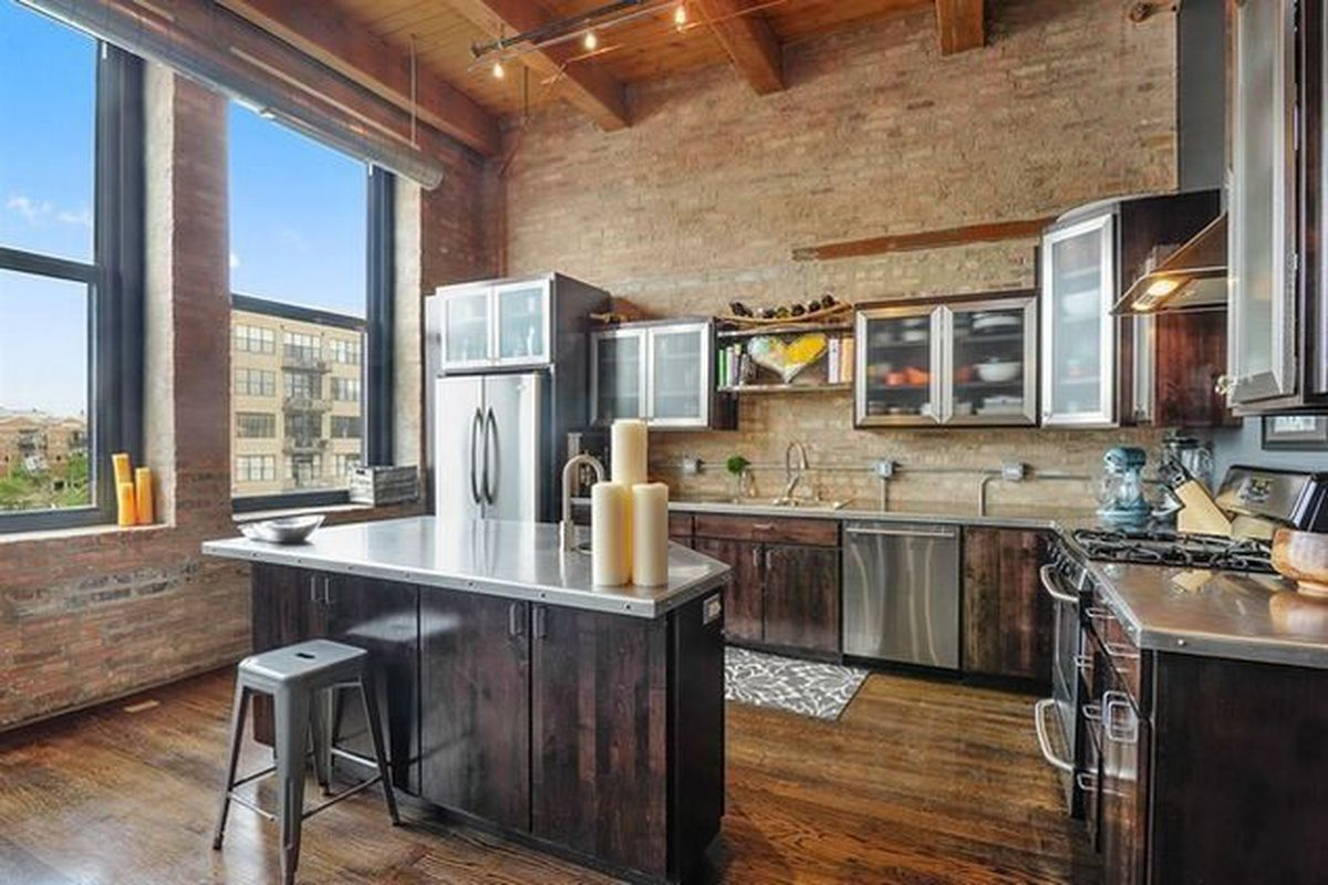 Two Bed Two Bath Fulton Market Loft Has Nice Chef S