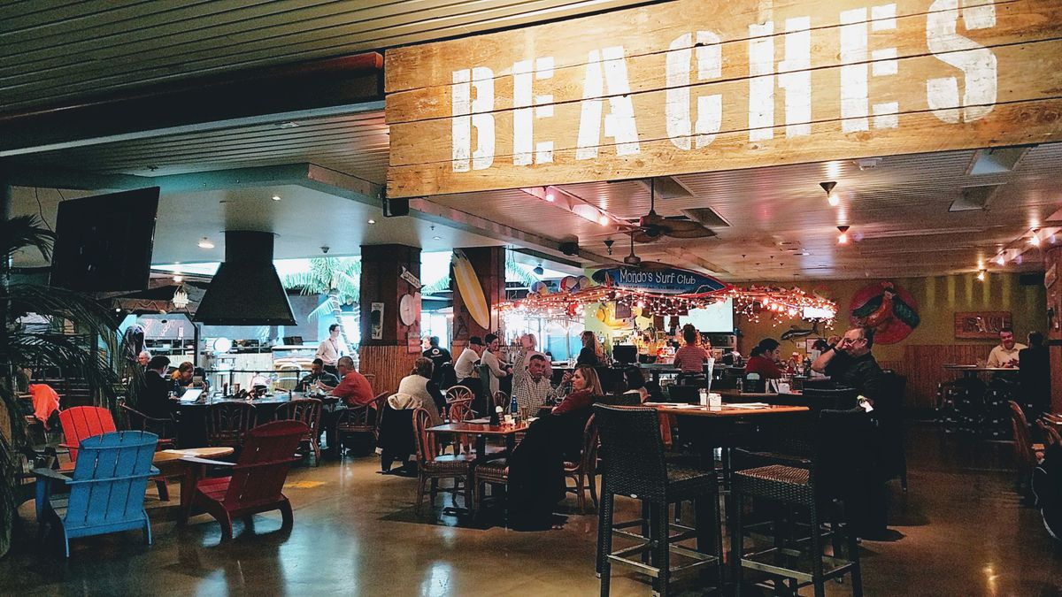 Beaches Restaurant And Bar Pdx Airport Pechluck Laskey