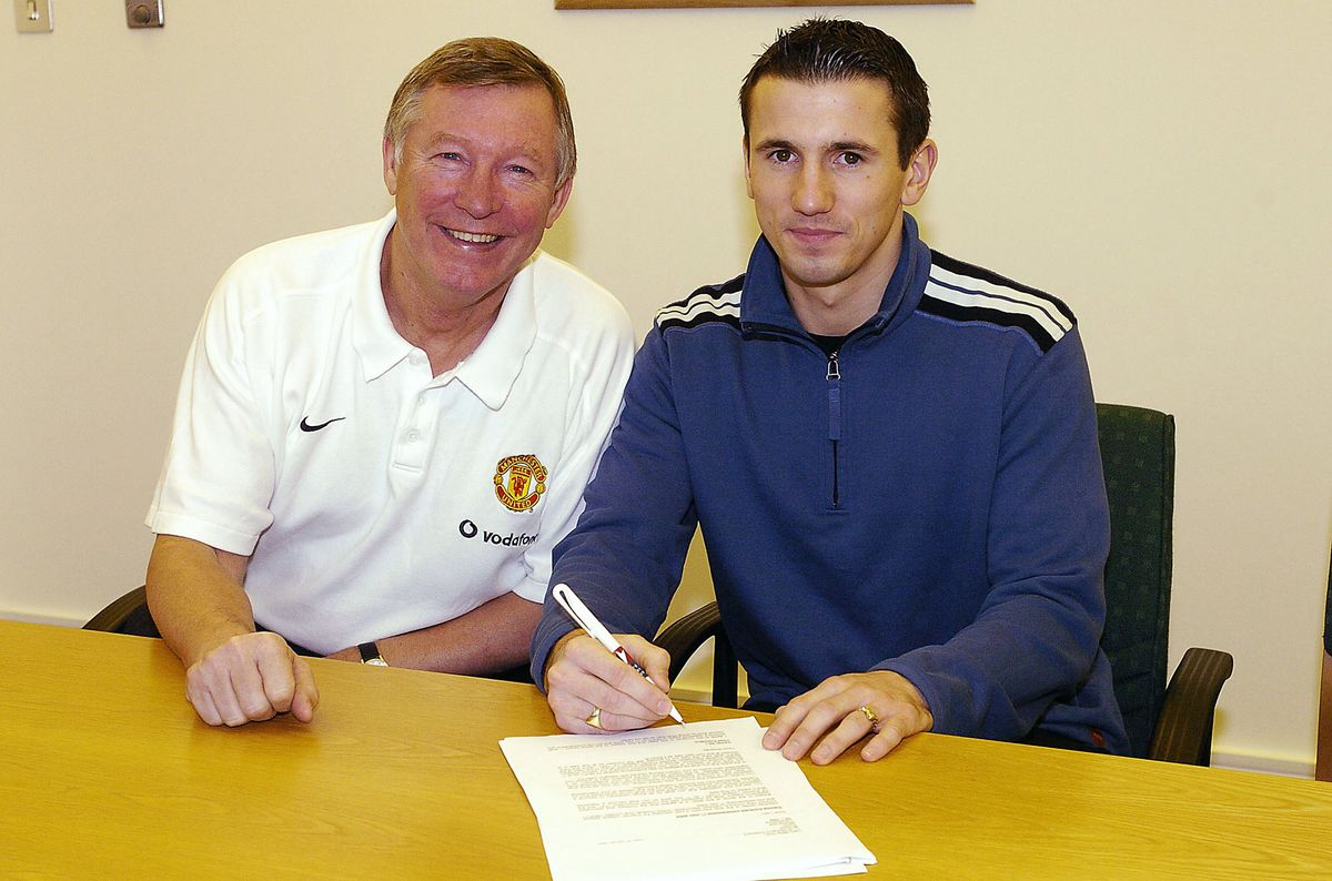 Liam Miller Signs For Manchester United