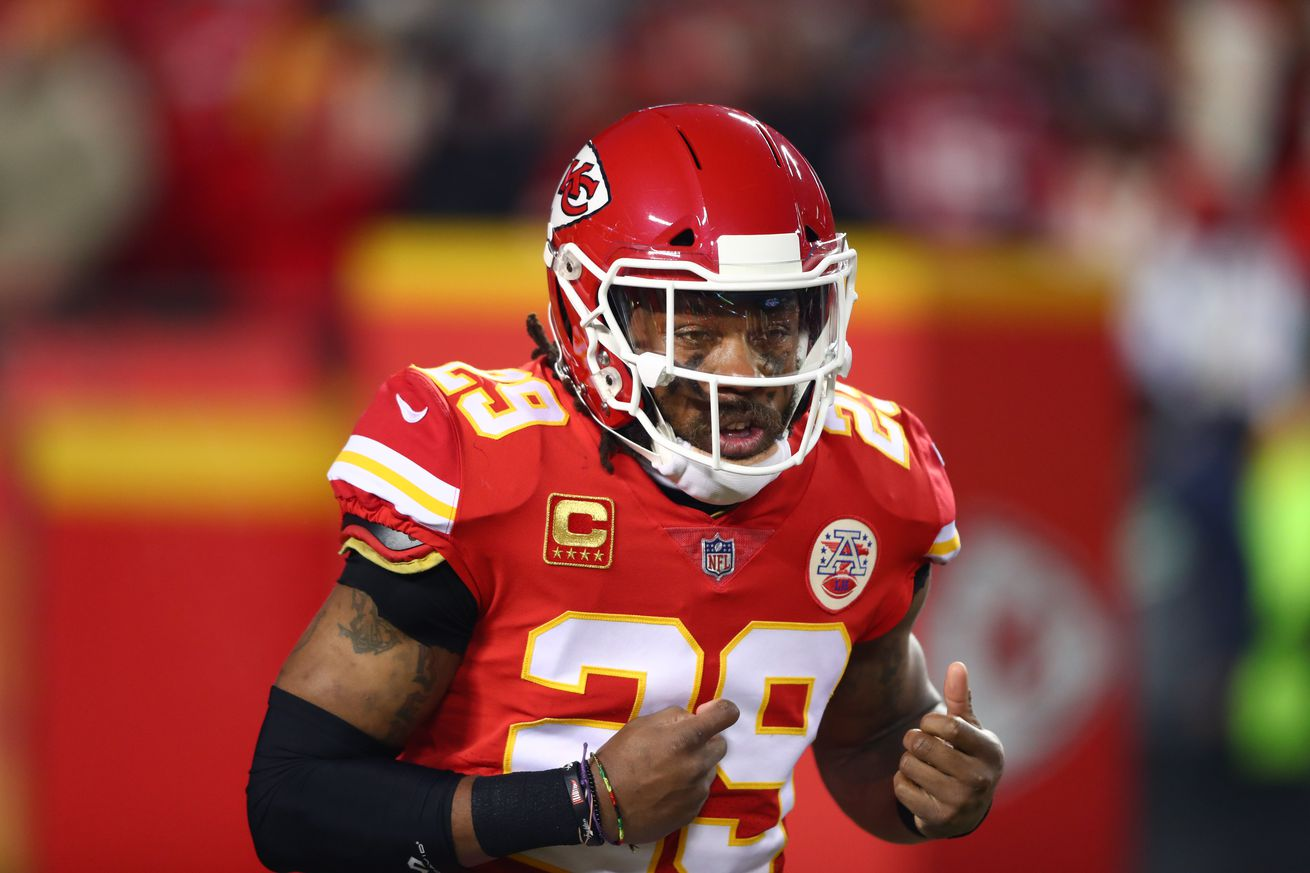 Should the Browns take a chance on Eric Berry?