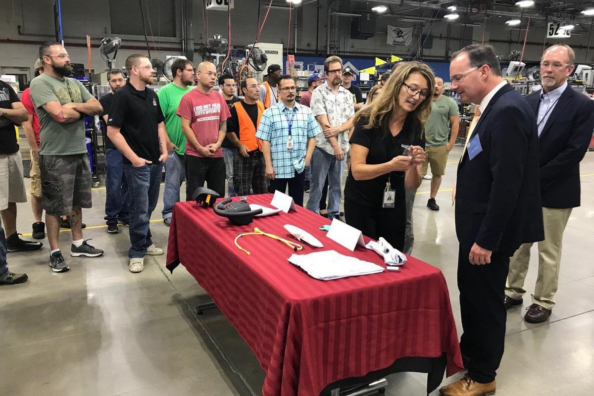 Sen. Lee visits the AutoLiv facility in Ogen, Utah.
