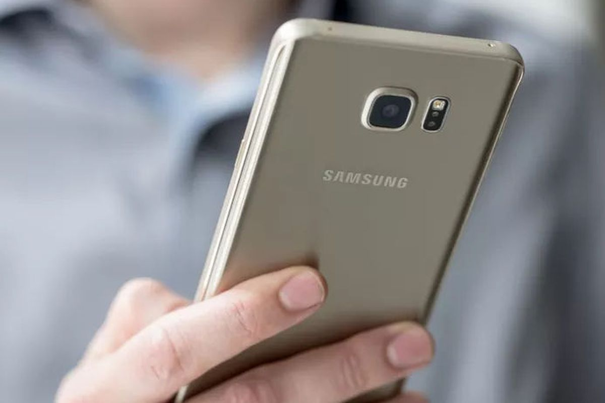 Samsung Aims to Improve Phone Sales While Maintaining Profits in Holiday Quarter