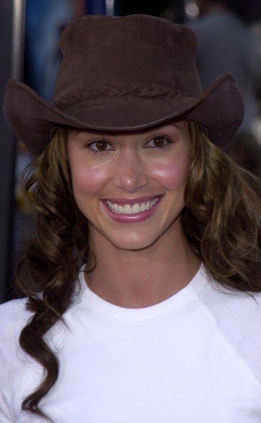 Shannon Elizabeth wearing a brown cowboy hat