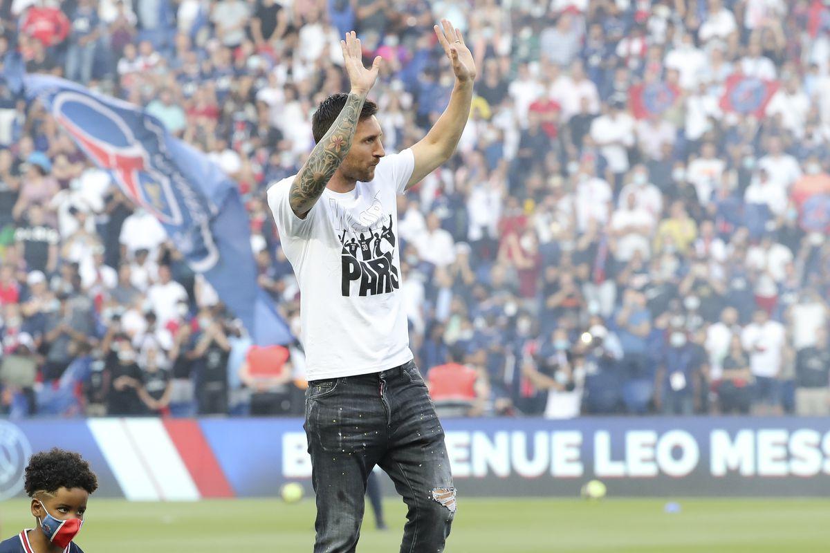 Paris Saint Germain v RC Strasbourg - Ligue 1