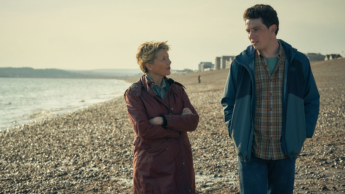 annette bening and josh o'connor