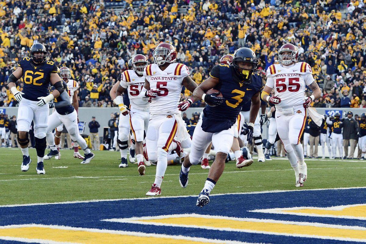 Charles Sims runs in a touchdown against the Iowa State Cyclones