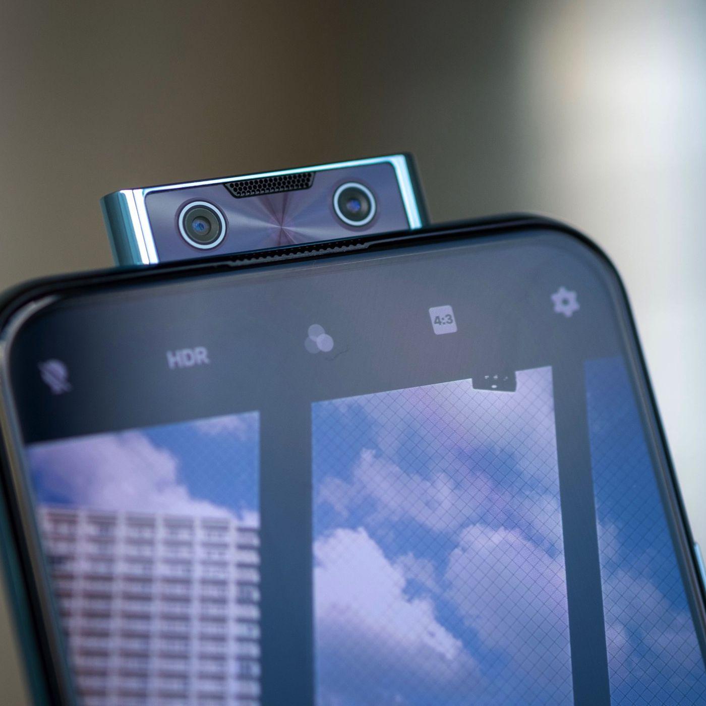 Camera Pop-up - trào lưu một thời của năm 2018