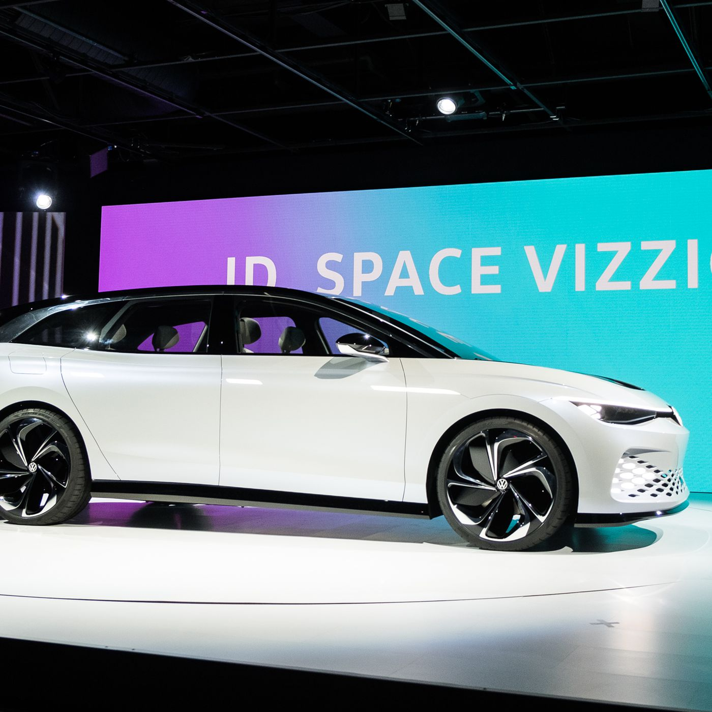 Volkswagen's ID Space Vizzion is an electric wagon that goes