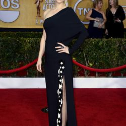 Claire Danes wore vampy lipstick and a black one-shoulder Givenchy gown.