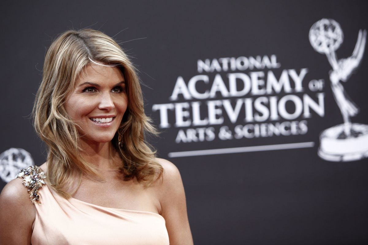 Lori Loughlin arrives at the Daytime Emmy Awards on Sunday Aug. 30, 2009, in Los Angeles.