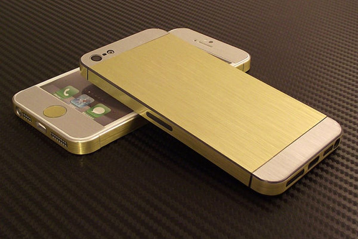 """Gold decal, $9.90, via <a href=""""http://www.etsy.com/listing/122123572/iphone-5s-5-gold-stainless-steel-brushed?ref=related-1"""">Etsy</a>"""