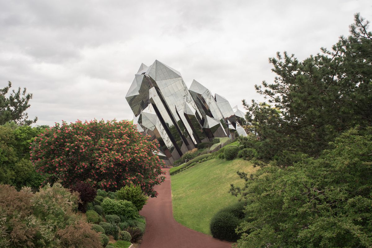 A glass structure shaped like jagged crystal formations sticking out of the ground at an angle.