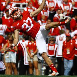 Andrew Endicott kicks off following the Gordon touchdown
