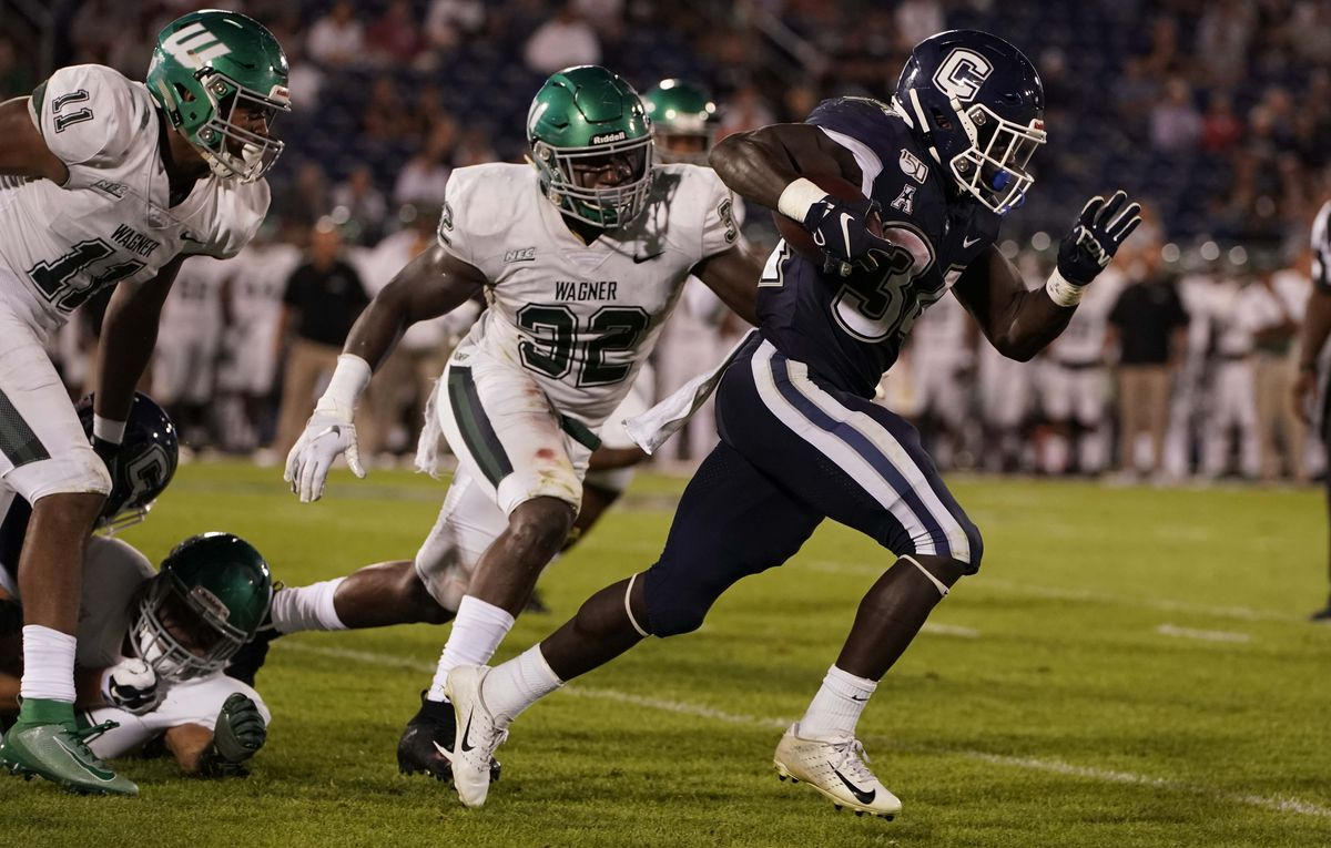 NCAA Football: Wagner at Connecticut