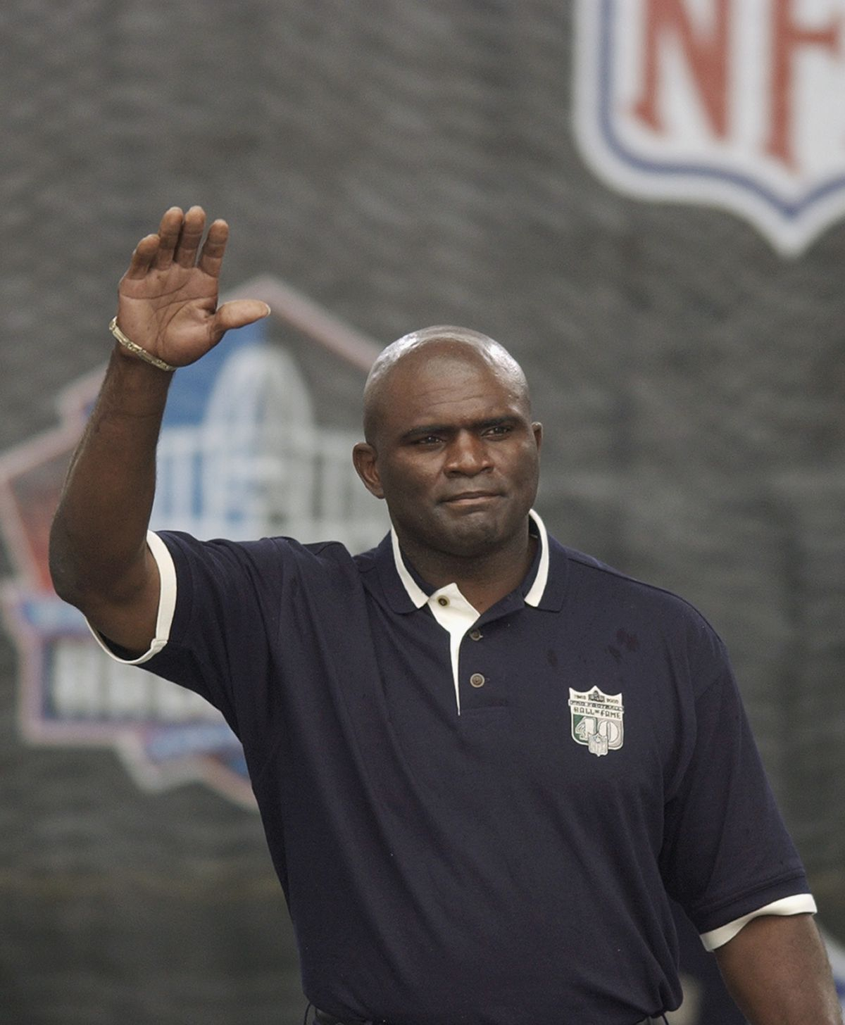 Lawrence Taylor waves