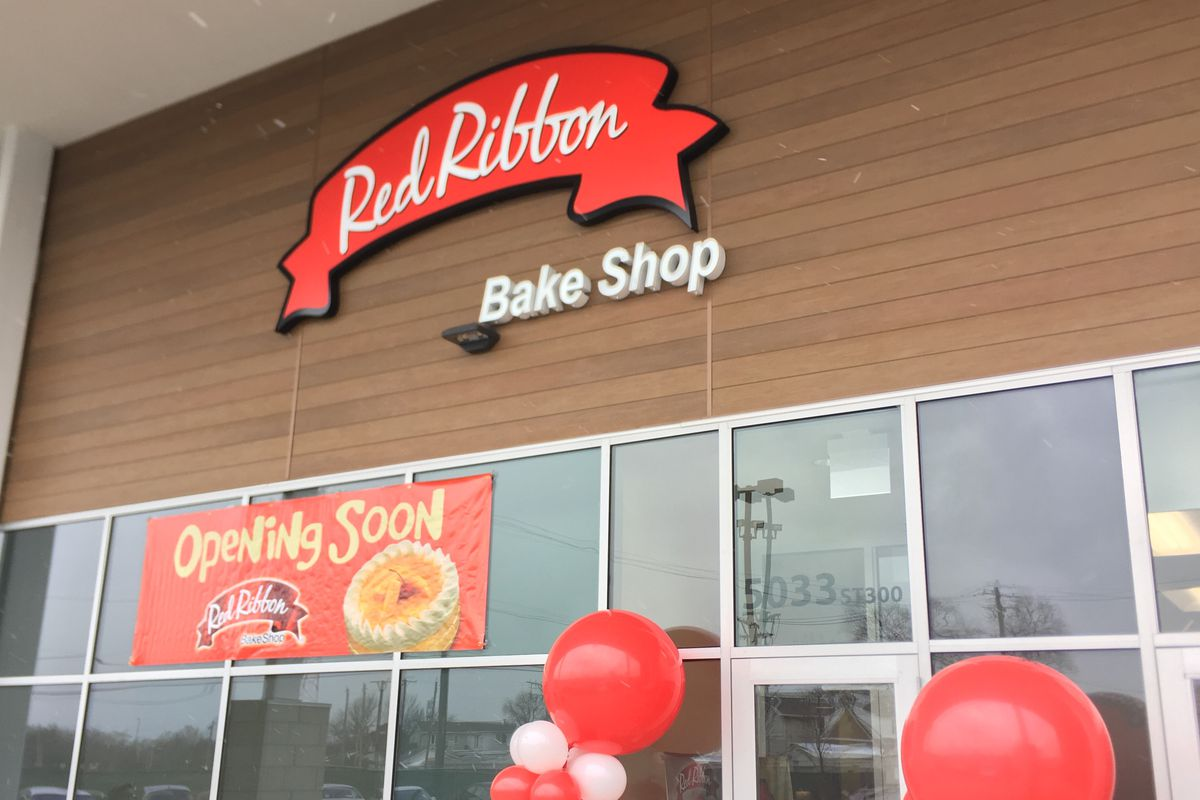 Jollibee To Open Chicago S First Red Ribbon Filipino Bakery