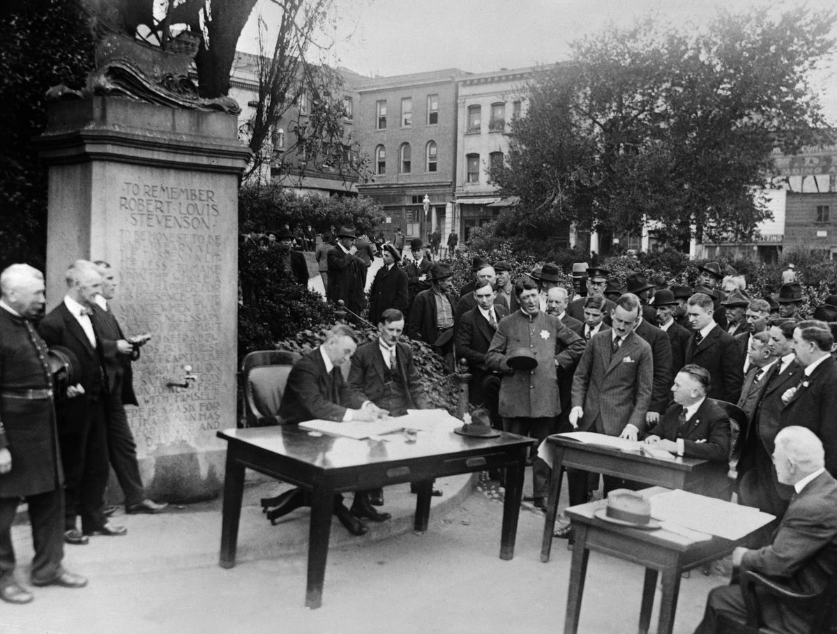 A courtroom set up outdoors in San Francisco in 1918.