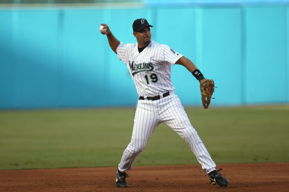 Mike Lowell throws the ball