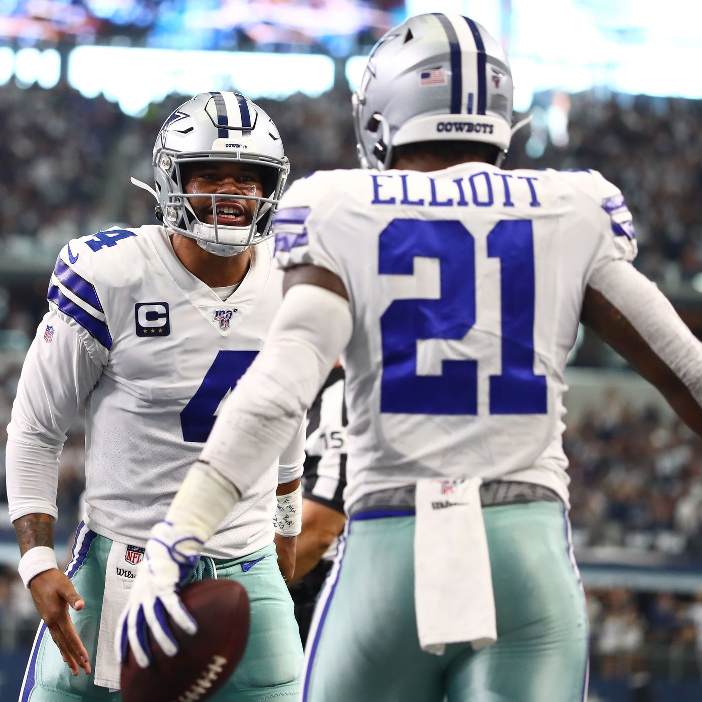 Report It Was A Priority During Ezekiel Elliott S Contract Talks To Leave Salary Cap Room For Others Blogging The Boys