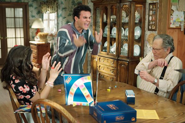Characters in 'The Goldbergs' playing Trivial Pursuit