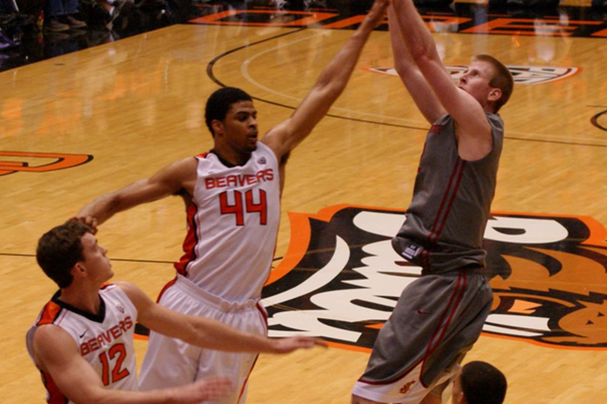 Washington St.'s Brock Motum and Oregon St.'s Devon Collier are headed for another showdown today at Gill Coliseum.