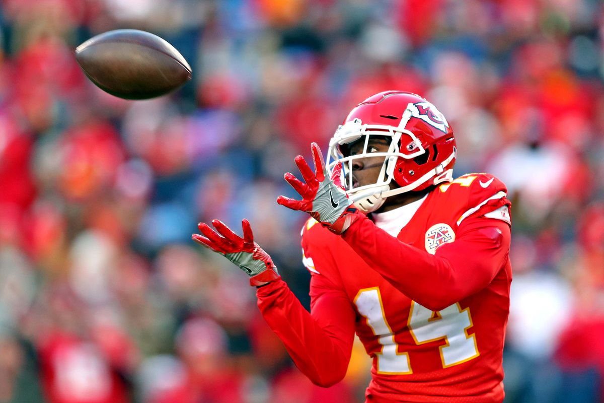 Kansas City Chiefs wide receiver Sammy Watkins  catches a touchdown during the second half against the Tennessee Titans in the AFC Championship Game at Arrowhead Stadium.