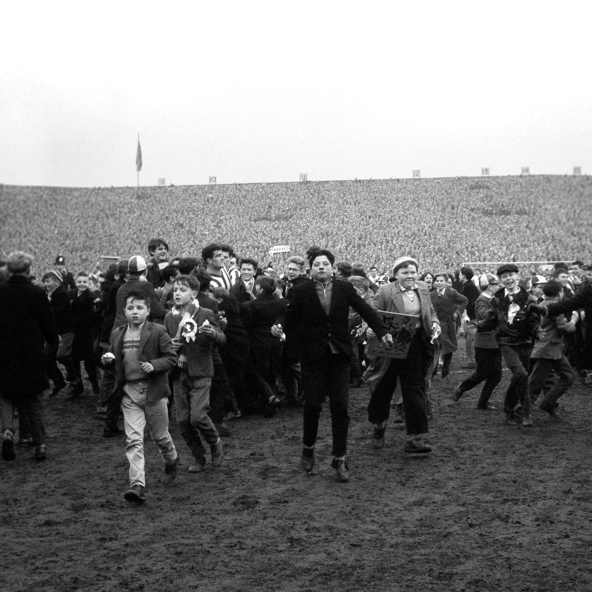 Soccer - FA Cup Sixth Round - Sunderland v Tottenham Hotspur - Roker Park.
