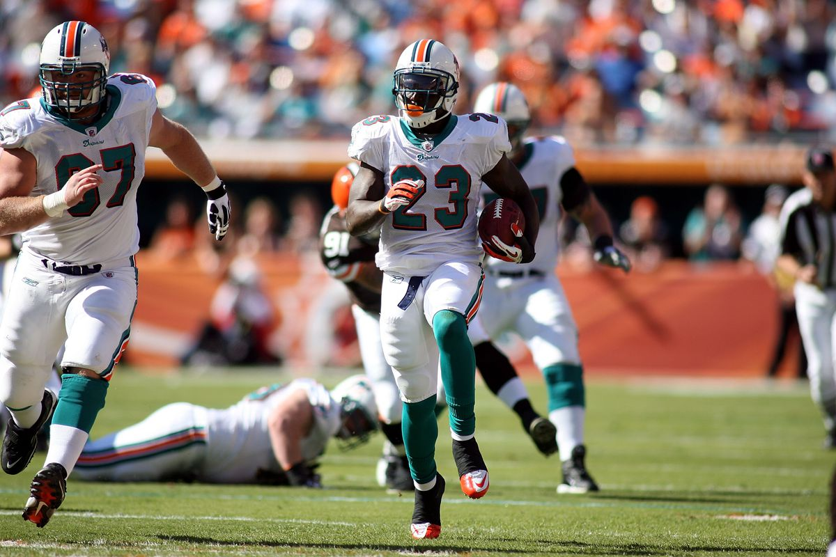 Cleveland Browns v Miami Dolphins