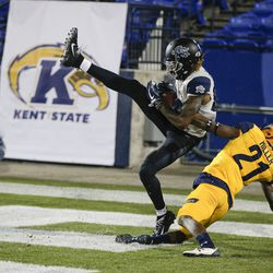 Utah State wide receiver Siaosi Mariner (80) catches a pass for a touchdown as Kent State cornerback Montre Miller (21) defends during the first half of the Frisco Bowl NCAA college football game Friday, Dec. 20, 2019, in Frisco, Texas.