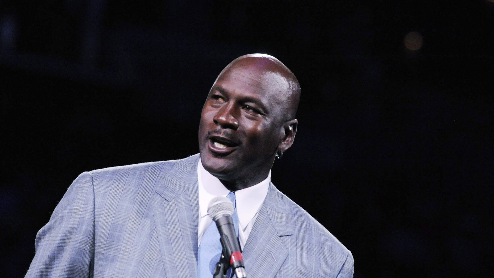 who influenced michael jordan to become the player and person he is today Michael jordan hated losing so much that he willed to win every game he played against any player that stood his way his father often marveled how his son outdid other players without them knowing that he was doing that with himself.