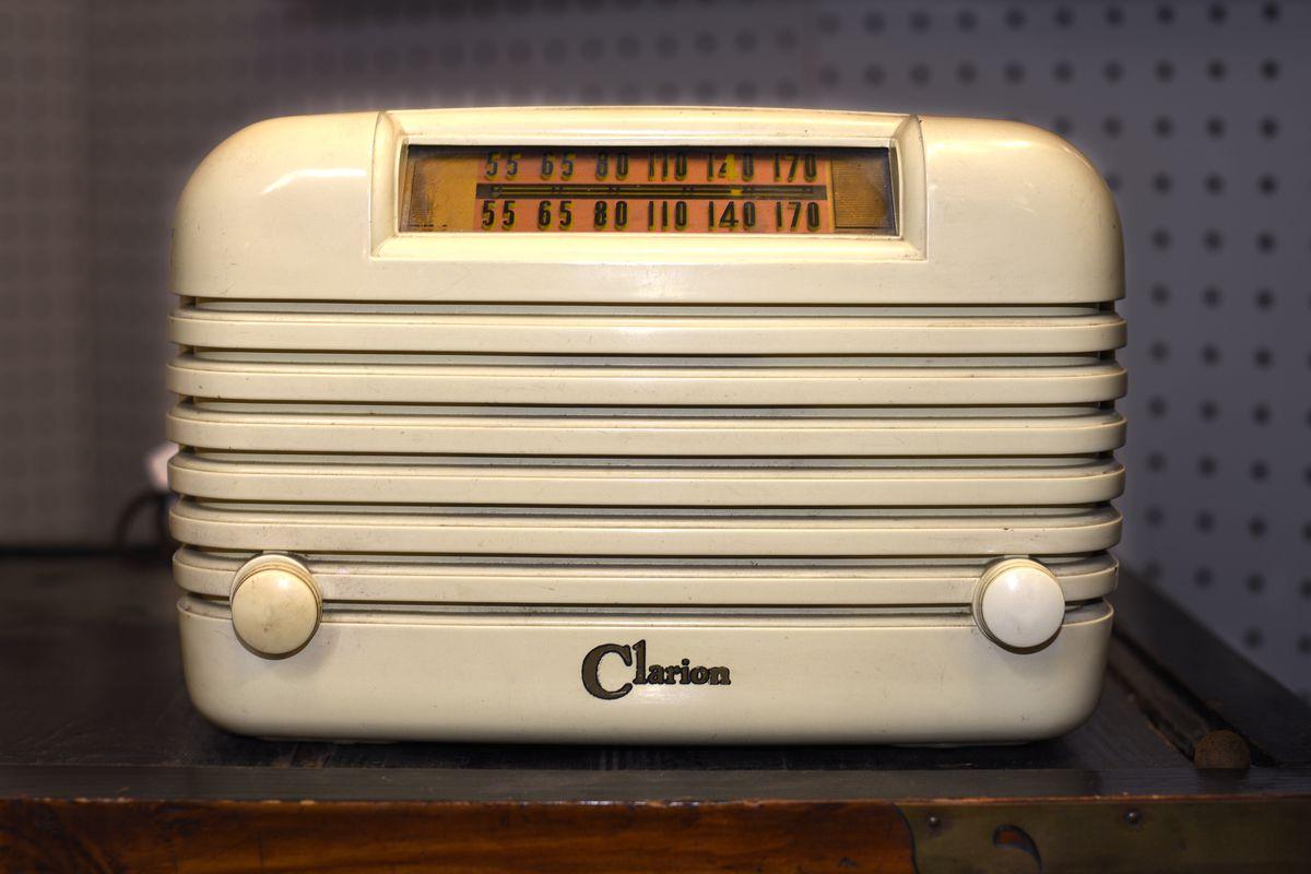 Vintage Clarion AM radio
