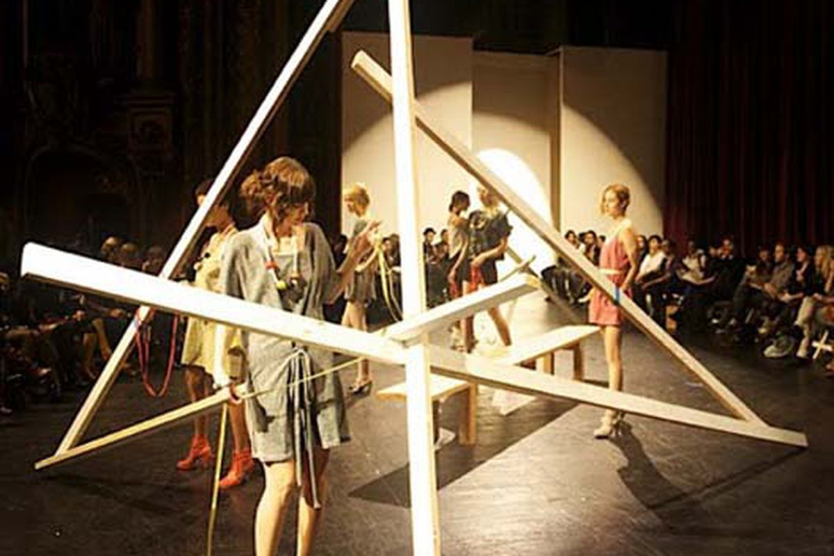"""A shot of Popomomo's Spring 2010 collection at LA Fashion 'Week'. Image via <a href=""""http://www.lafashionweek.com/2009/10/popomomo-springsummer-2010-collection.html"""">LA Fashion Week</a>"""