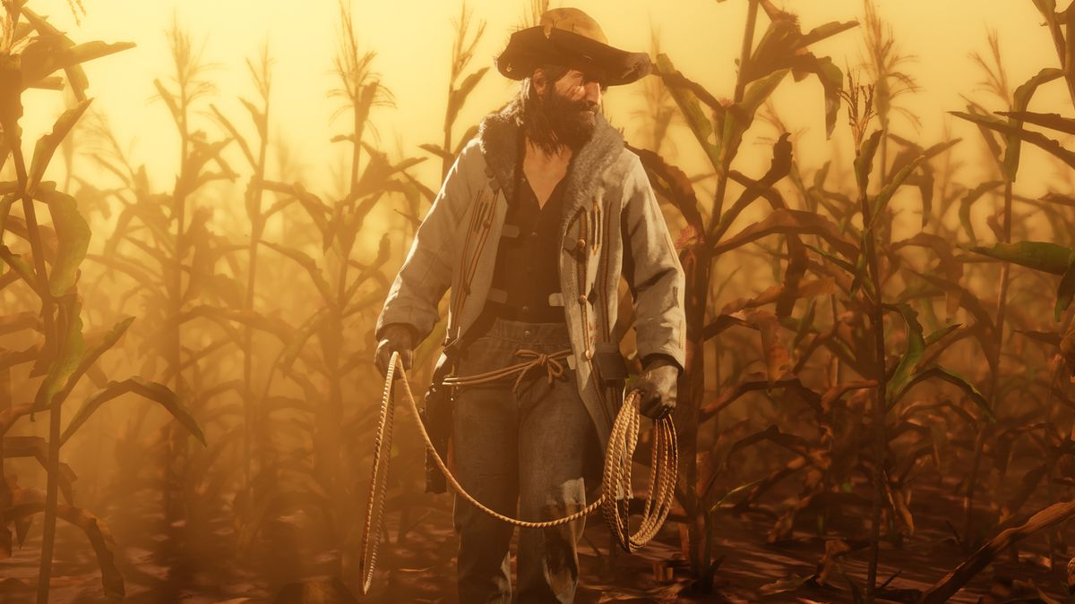 Red Dead Online - a player poses with cosmetic items in a cornfield