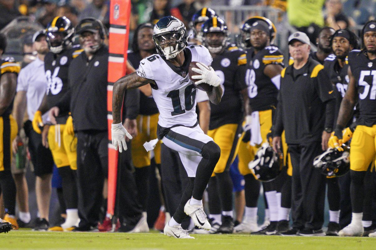 Philadelphia Eagles wide receiver Quez Watkins (16) runs for a touchdown during the preseason game between the Philadelphia Eagles and the Pittsburgh Steelers on August 12, 2021 at Lincoln Financial Field in Philadelphia, PA.