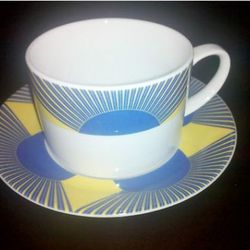 "Teacup. (<a href=""http://www.ebay.com/itm/World-Trade-Center-Windows-World-9-11-/250890252157?pt=LH_DefaultDomain_0&hash=item3a6a396f7d#ht_500wt_999"" rel=""nofollow"">Photo</a>)"