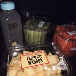 After a great morning with meditation guru and fab fashion DJ <b>Donna D'cruz</b>, it's time to prepare with healthy snacks. I love my <b>BluePrintCleanse</b> Lemon Cayenne Agave juices.