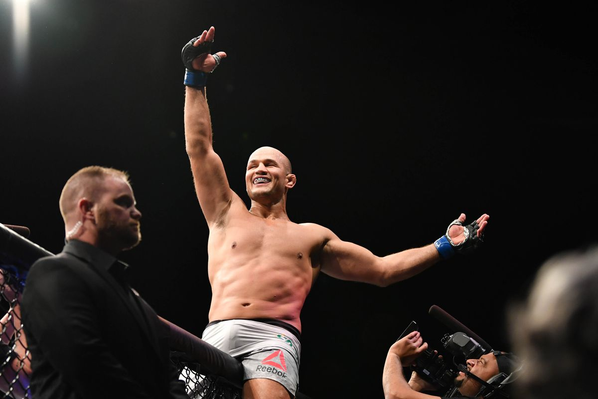 Junior dos Santos can beat Deontay Wilder because the boxing champ has 'many, many holes in his game'