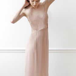 This Araks style captures the same airy, effortless feel.