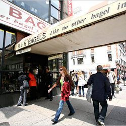 """<a href=""""http://ny.eater.com/archives/2012/08/the_battle_for_h_h_trademark_heats_up.php"""">The Battle for the H & H Trademark Heats Up</a>"""