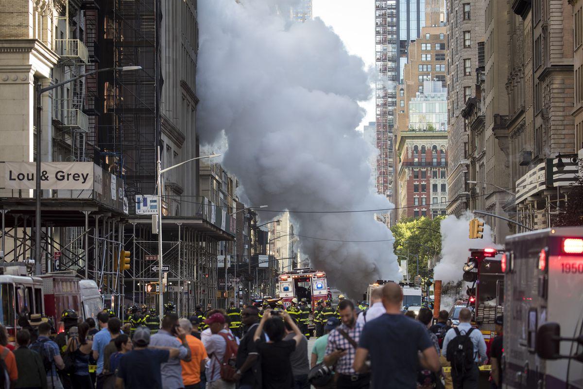 Steam Pipe Explosion Sends Plumes Of Smoke Onto Manhattan Street