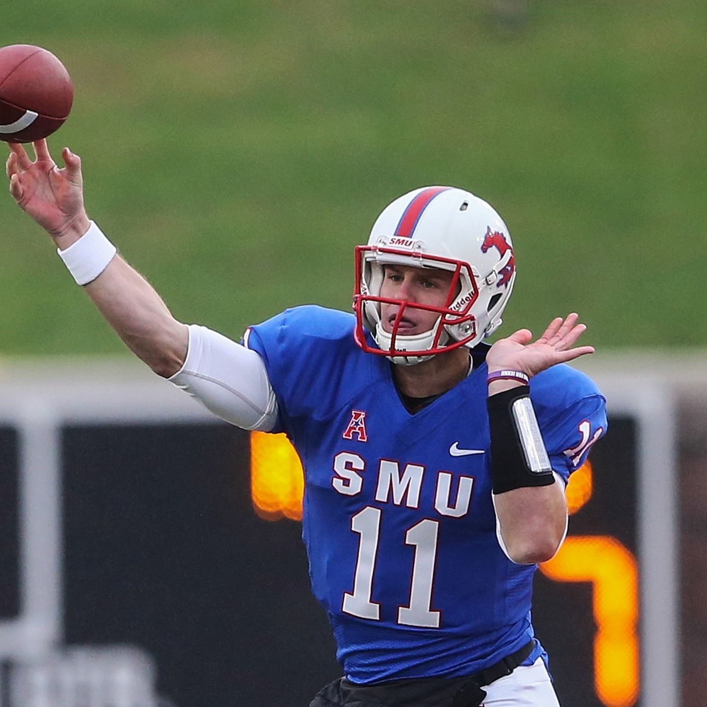 Video Garrett Gilbert Ties Smu Rutgers With Absurd Scramble And Throw Sbnation Com