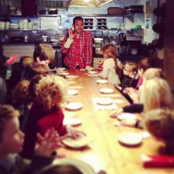 """[<a href=""""http://ny.eater.com/archives/2013/01/mike_chernow_schools_a_future_generation_of_meatballers.php"""">Photo</a>]"""