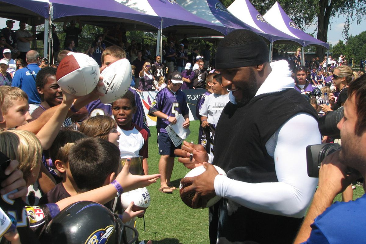 Ray Lewis signing autographs at McDaniel College in Westminster, MD (July 2010)