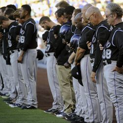 Rockies observe a moment of silence at Dodger Stadium