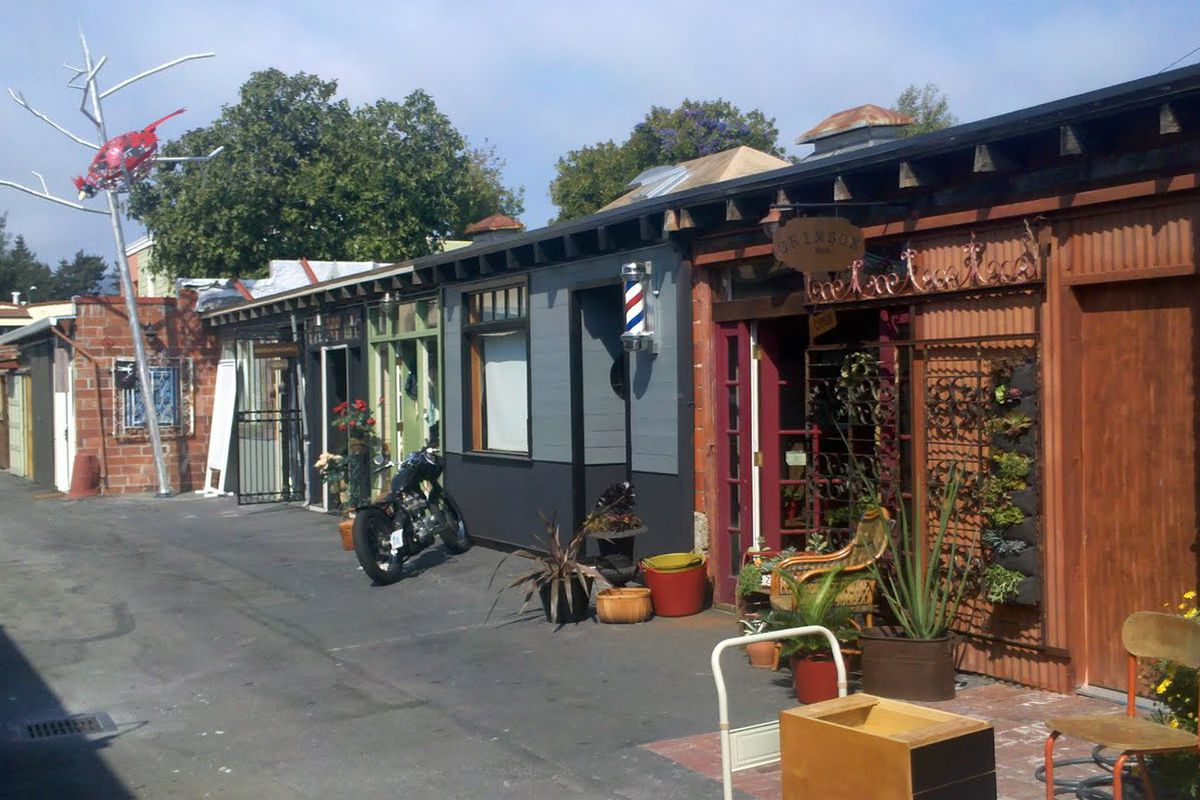 """Photo of Temescal Alley via <a href=""""http://thewerewolfhotel.blogspot.com/2011/09/temescal-alley.html"""">The Werewolf Hotel</a>"""