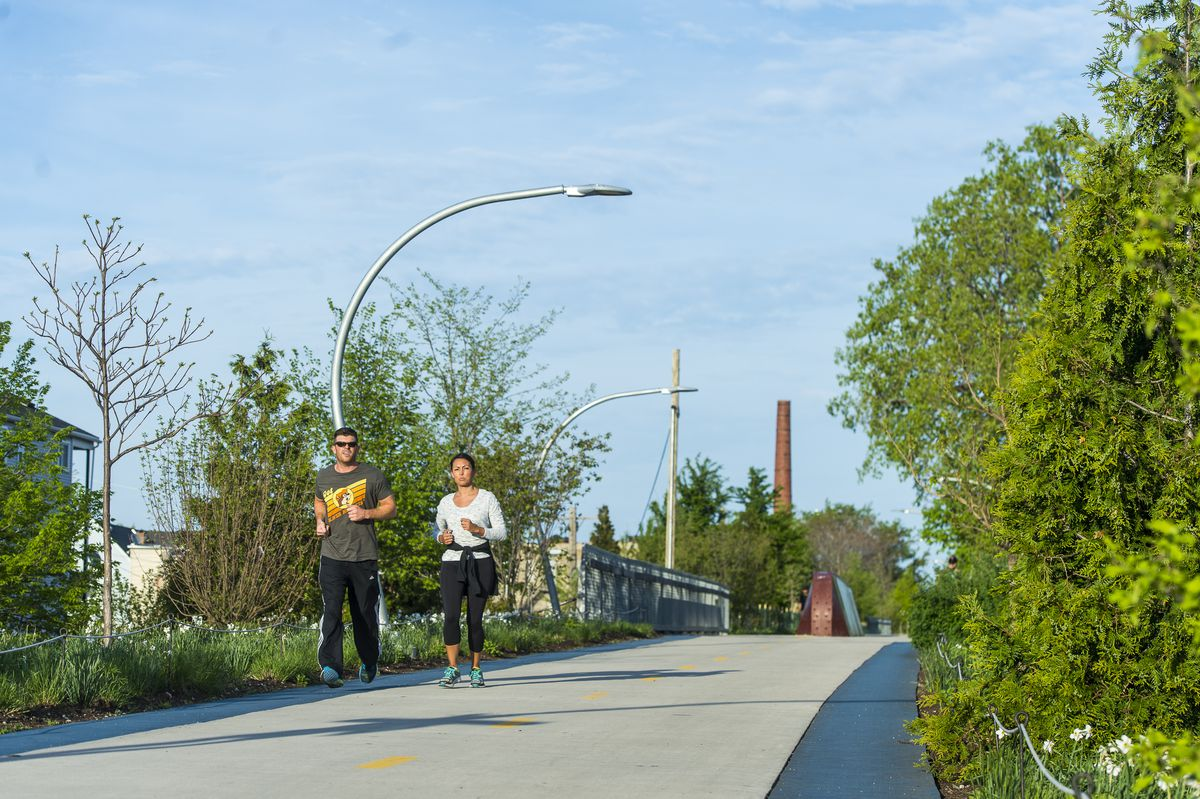 Chicago and the suburbs have a number of free running trails, like the 606 in Bucktown. | Tyler LaRiviere/Sun-Times