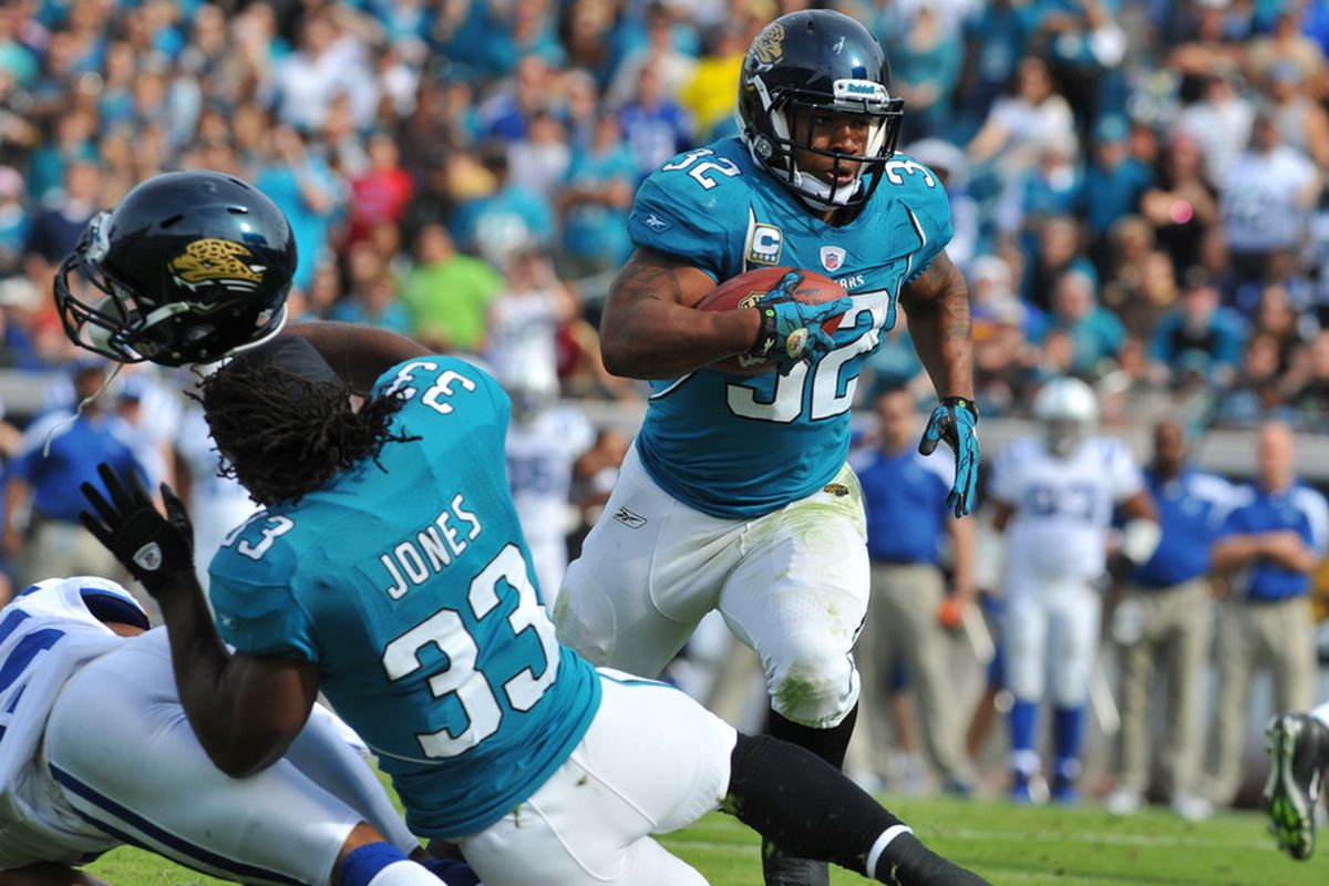 JACKSONVILLE, FL - JANUARY 01:  Running back Maurice Jones-Drew #32 of the Jacksonville Jaguars rushes upfield against the Indianapolis Colts January 1, 2012 at EverBank Field in Jacksonville, Florida.  (Photo by Al Messerschmidt/Getty Images)