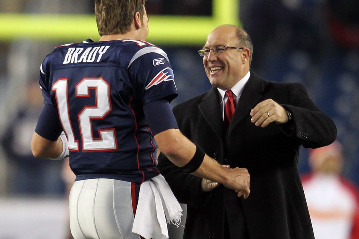 FOXBORO, MA - NOVEMBER 21:  Scott Pioli, the General Manager in Kansas City Chiefs shakes hands with  Tom Brady #12 of the New England Patriots at Gillette Stadium on November 21, 2011 in Foxboro, Massachusetts. (Photo by Jim Rogash/Getty Images)