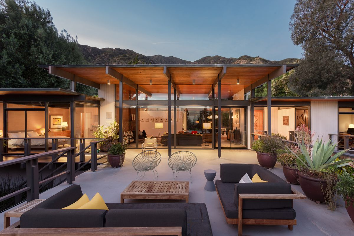 Pasadena post and beam with barbara bestor designed for Post and beam ranch homes