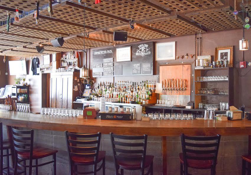 The bar at Twain's Brewpub & Billiards